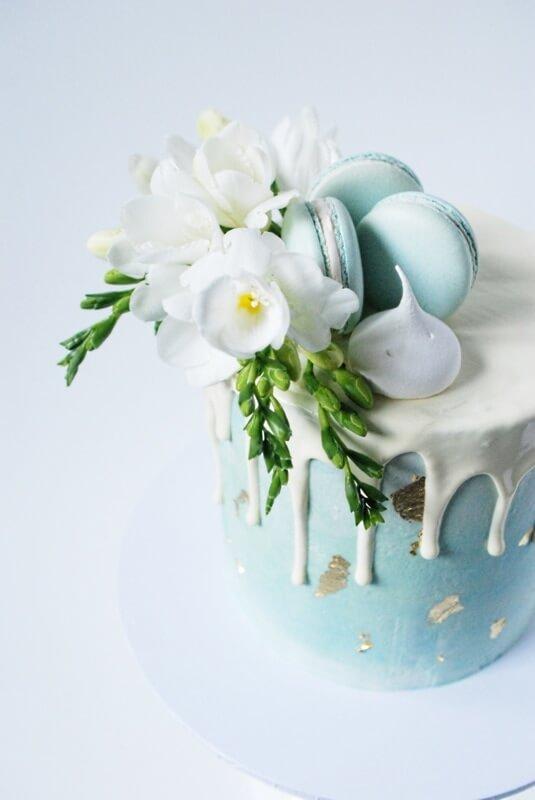 drip-cake-close-up