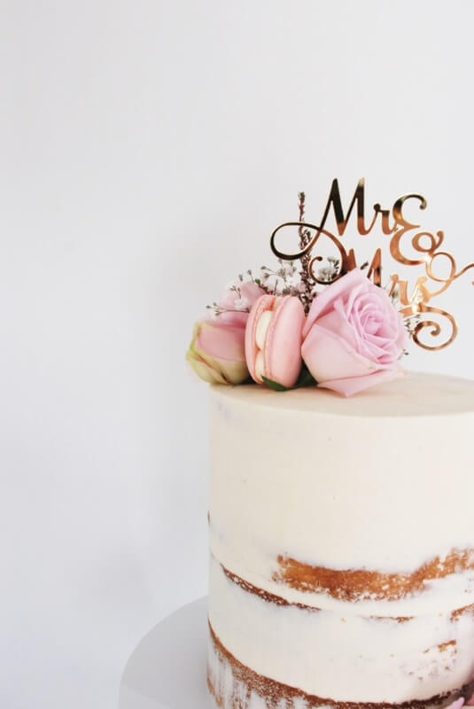 naked-wedding-cake-close-up