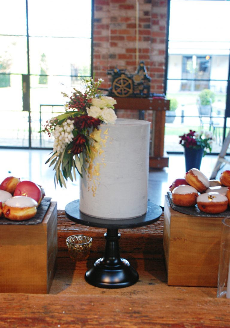 contemporary-wedding-cake