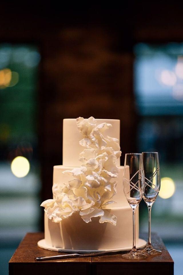 classic-white-wedding-cake